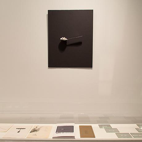 Poema objeto para la portada del libro De la poesía visual al arte de acción de Bartolomé Ferrando